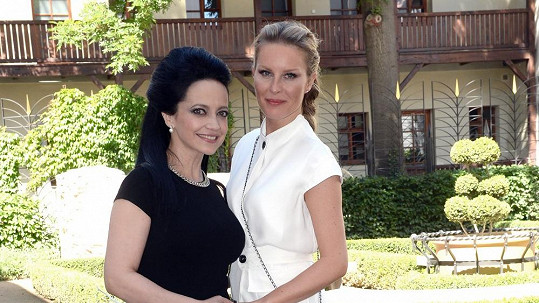 Simona s Lucií na křtinách.