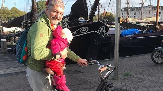 Dan s Rozárkou vyrazil v Holandsku na kola.