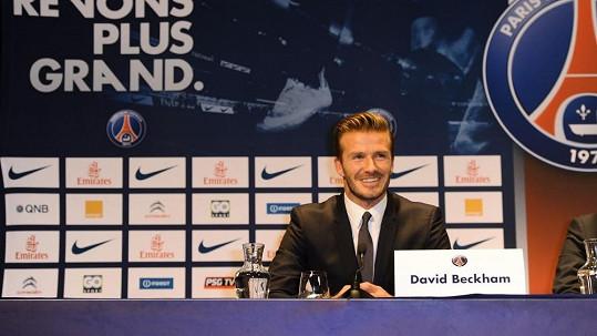 David Beckham během tiskové konference.