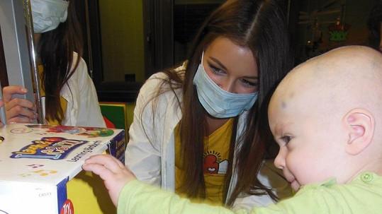 Jitka Válková s holčičkou, která bojuje s rakovinou.