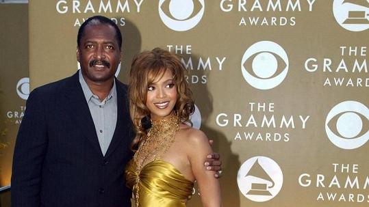 Beyoncé s otcem na archivním snímku