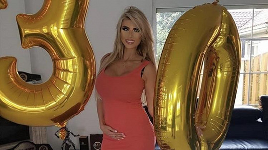 Lela Ceterová je těhotná.