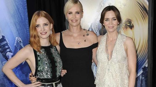 Na premiéře filmu Lovec: Zimní válka se sešly tři slavné herečky.