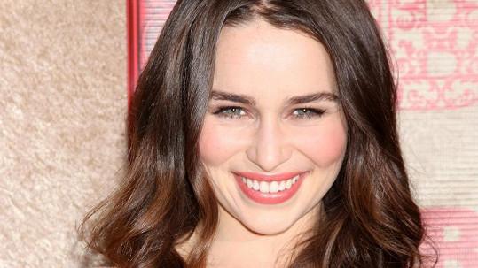 Emilia Clarke z Hry o trůny se dostala do čela.