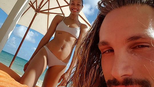 Manžel může být s figurou své ženy Zoe Saldany nadmíru spokojený...