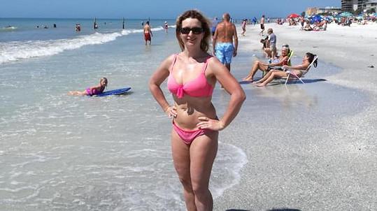 Houslistka Markéta Muzikářová nenechala poznámky o svých stehnech a plavkách jen tak.
