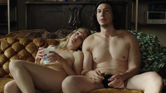 Jemima Kirke s Adamem Sacklerem v Girls