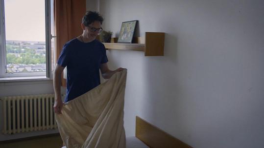Karel Janeček v převleku a na ubytovně