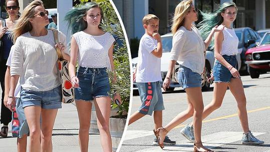 Reese si může s dcerou půjčovat oblečení.