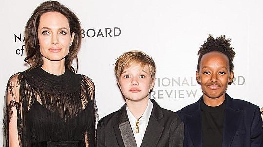 Angelina Jolie tentokrát ukázala dcery.