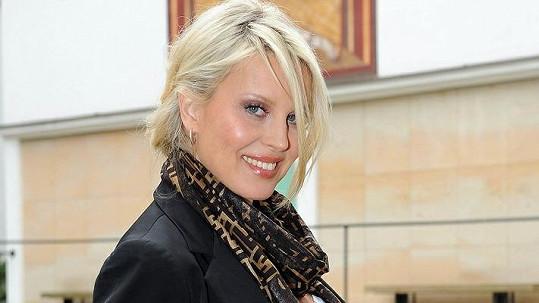 Těhotná modelka Simona Krainová se těší z nové pracovní příležitosti.