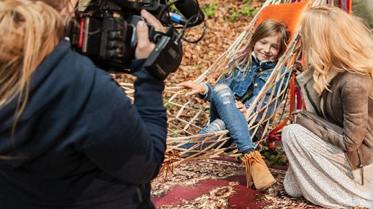 Dcera Dary Rolins Laura si zahraje v mámině klipu.