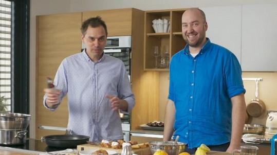 Filip Sajler a Ondřej Slanina (vpravo) v pořadu Kluci v akci. Takto vypadají dnes.