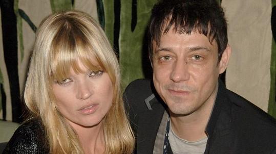 Kate Moss a Jamie Hince už netvoří manželský pár.