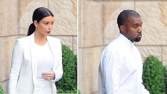 Kim a Kanye jako svatební hosté.