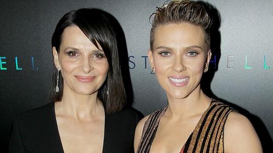 Juliette Binoche se Scarlett Johansson