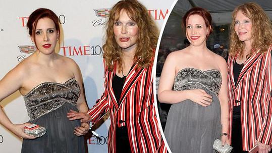 Mia Farrow s dcerou Dylan, která Allena obvinila ze sexuálního zneužívání.