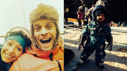 Agátin syn Kryšpín se učí lyžovat.