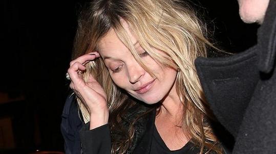 Kate Moss žije naplno...