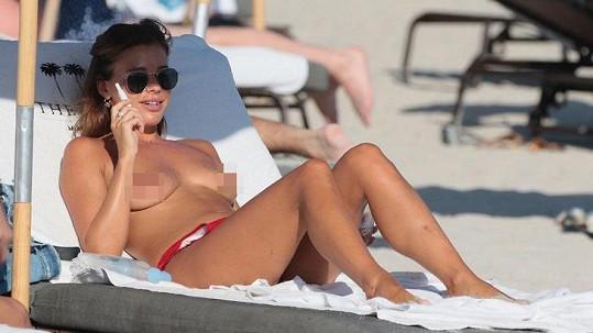 Česká modelka v USA ukázala ňadra.
