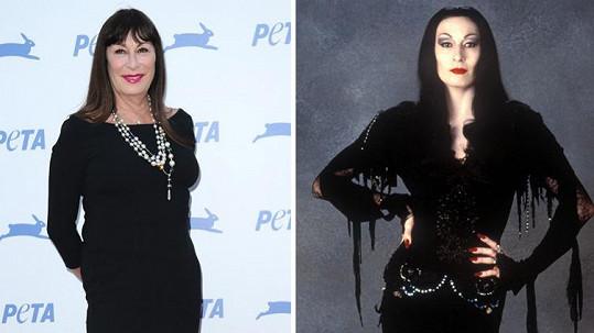 Anjelica Huston za 25 let přibrala, ale pořád je to atraktivní žena.