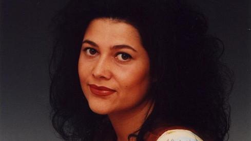 Ilona Csáková v roce 1993. Synovi na téhle fotce připomíná upírku z animáku.