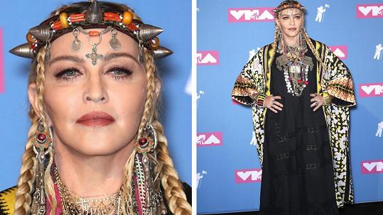 Madonna překvapila svým oděvem.