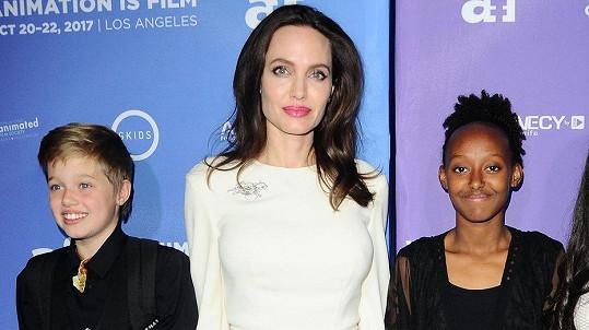 Angelina Jolie s dcerami Shiloh a Zaharou