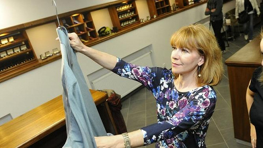Dolinová vybírala košile pro manžela soudce.