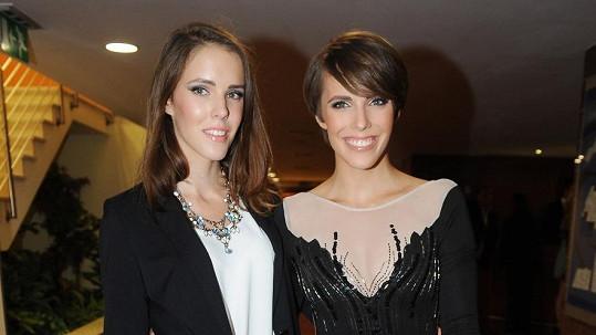 Andrea a Lucie jsou jednovaječná dvojčata.