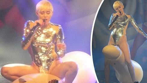 Tohle už Miley Cyrus opravdu přehnala...