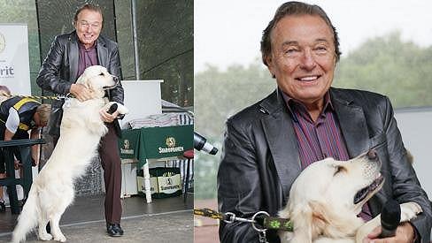 Karel se svým psím miláčkem, retrívrem Stellou.