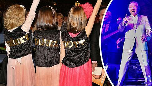 Holčičky Karla Gotta s kamarádkou si koncert náležitě užily.