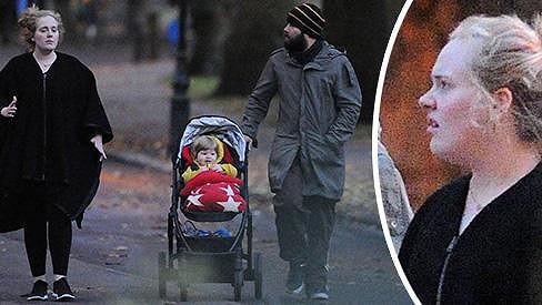 Adele vyrazila s Angelem a partnerem Simonem do parku.