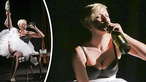 Renata byla při interpretaci Opilé baleríny více než sugestivní...