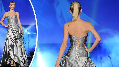 Česká Miss 2009 má ručičky jako hůlčičky.