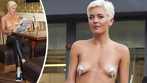 Danni Patrick si vyzkoušela úsporné odívání Miley Cyrus.
