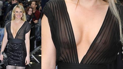Rebecca Ferdinando a její sexy model na premiéře filmu Temný rytíř povstal.