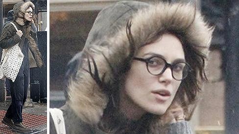 Půvabné rysy a pěknou postavu herečka nezapře, ale rozhodně je v civilu nijak nevyzdvihuje.