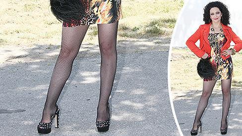 Lucie Bílá má pořád nádherné nohy.