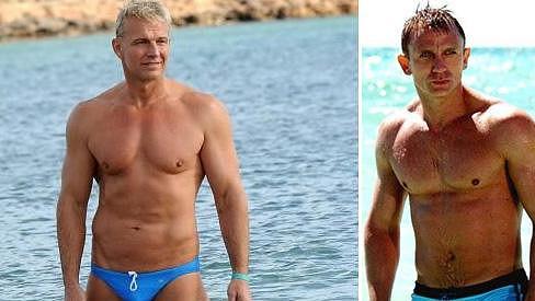 Martin Maxa a Daniel Craig vypadají v plavkách jako dvojčata.