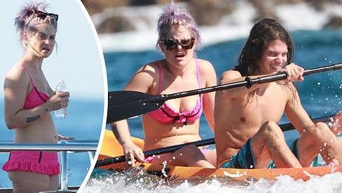 Kelly Osbourne zkusila i kánoe, ale moc nadšeně se netváří.