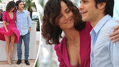 Alice Braga ví, jak zaujmout v Cannes.