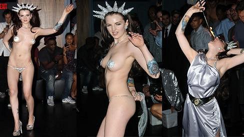 Katrina Darling během své erotické show.