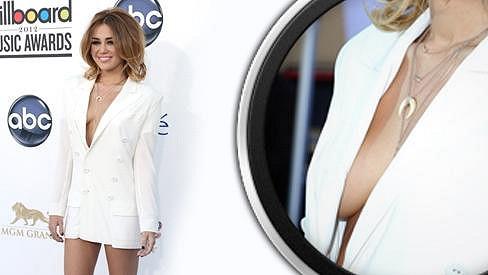 Miley Cyrus na předávání Billboard Music Awards 2012.
