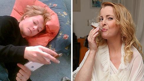 Iveta s doutníčkem. Vypadá líp, než když kouřila dříve.