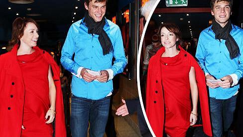 Těhotná Tatiana Vilhelmová a Vojta Dyk vyrazili do společnosti.