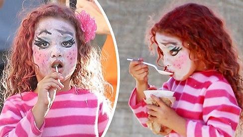 Dcera Halle Berry Nahla byla halloweensky nalíčená.