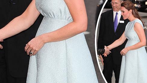 Kate Middleton pod srdcem nosí královského potomka.