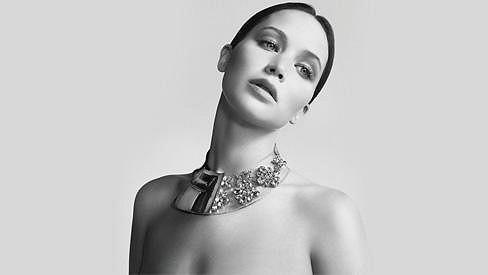Jennifer Lawrence je neskutečně půvabná.